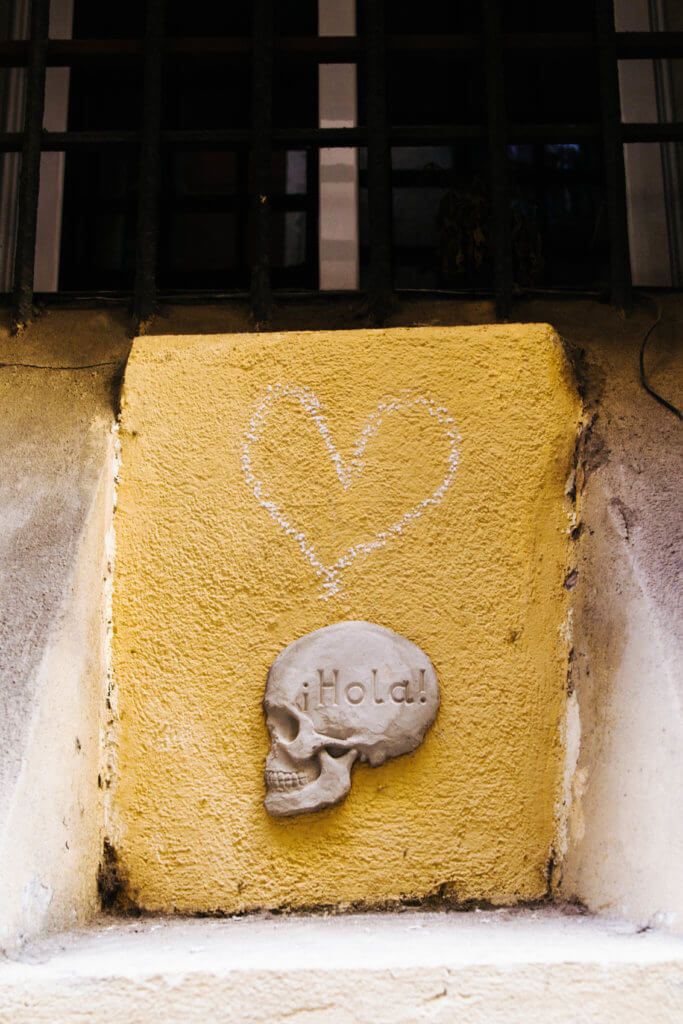 POPなデザインがかわいいスペインのストリートアート