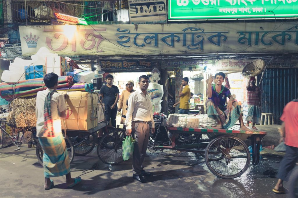 昼も夜も活気に溢れるバングラデシュの首都ダッカ旅行記。