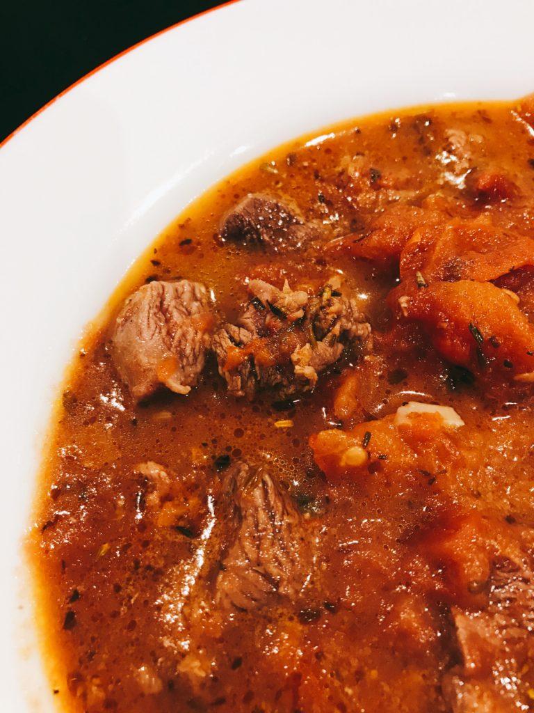 カンガルーミートのおすすめレシピ。カンガルー肉のトマト煮。