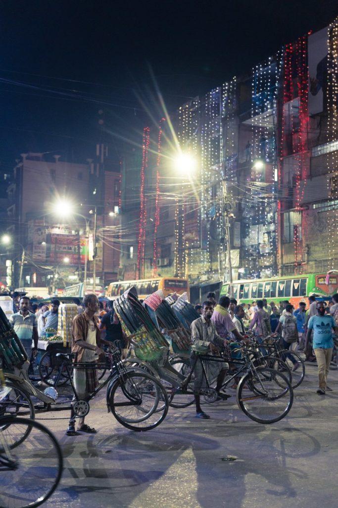 バングラデシュ、首都ダッカの夜の街並み
