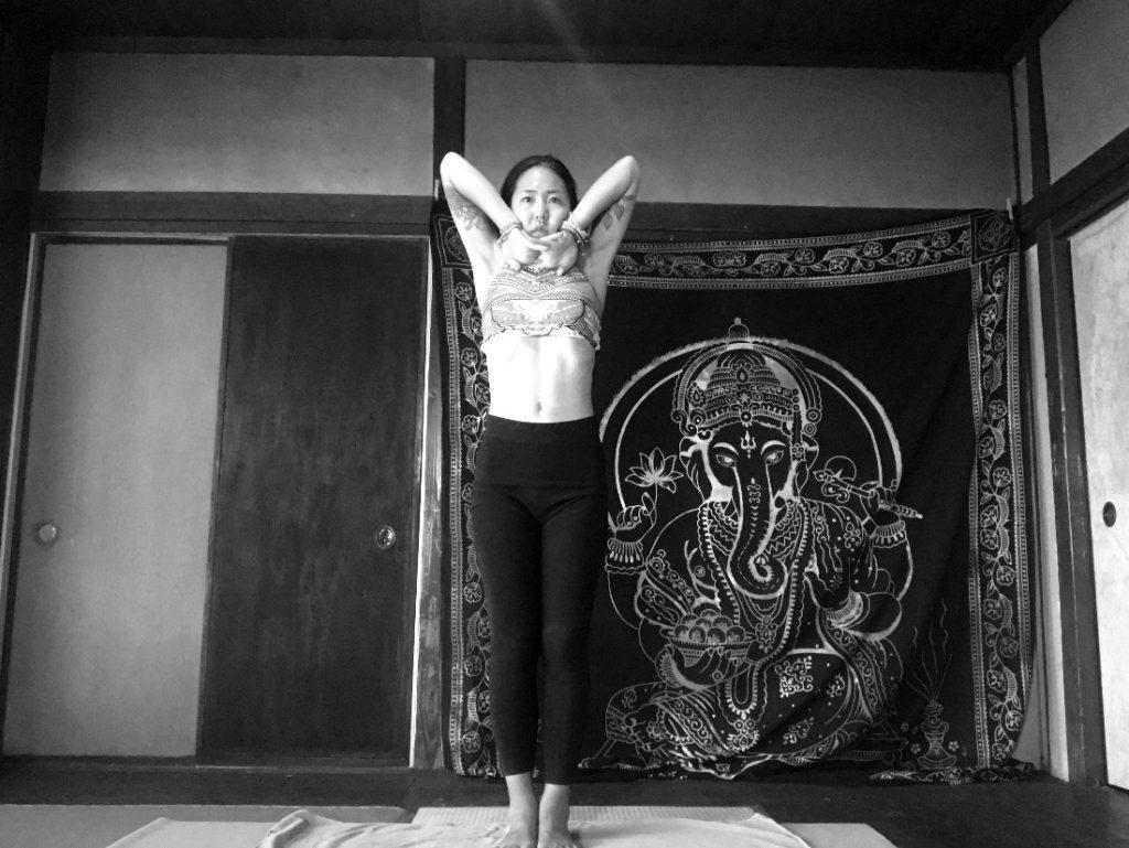 Standing Deep Breathing: Pranayama(プラナヤマ)|ビクラムヨガ